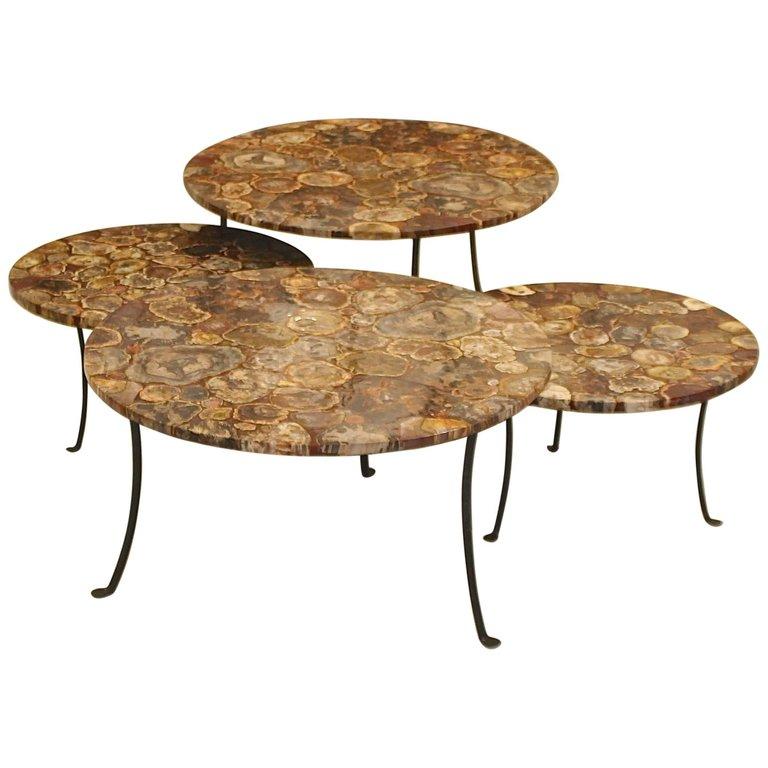 Lot de 4 tables en bois pétrifié