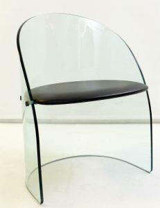 Chaise en verre